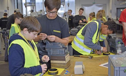 Dr.-Auguste-Kirchner-Realschule Haßfurt entdeckt die technischen Ausbildungsberufe bei FRÄNKISCHE